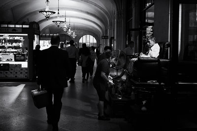 Friso Kooijman - Shoe polisher at Grand Central Station