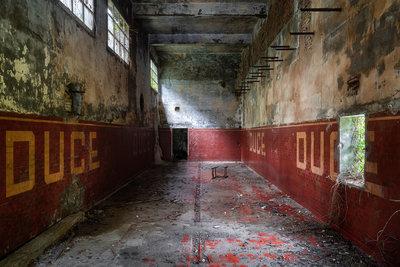 Roman Robroek - Industrial Hall