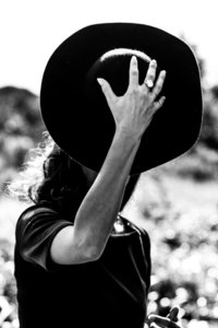 Sanne Nadine Hes - Woman with the hat